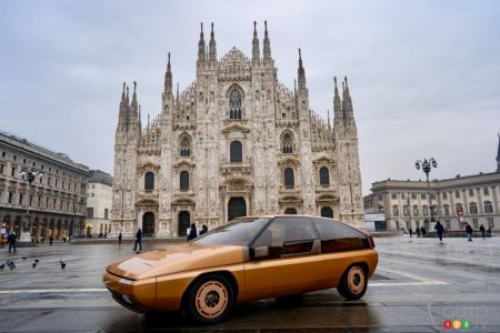The restored MX-81 Aria, on the Piazza Duomo