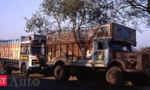 truckers-demand-relief-measures-as-losses-mount-to-rs-42-000-cr-due-to-lockdowns.jpg