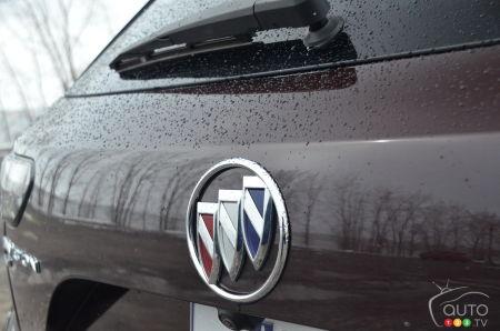 2022 Buick Envision Avenir, badging