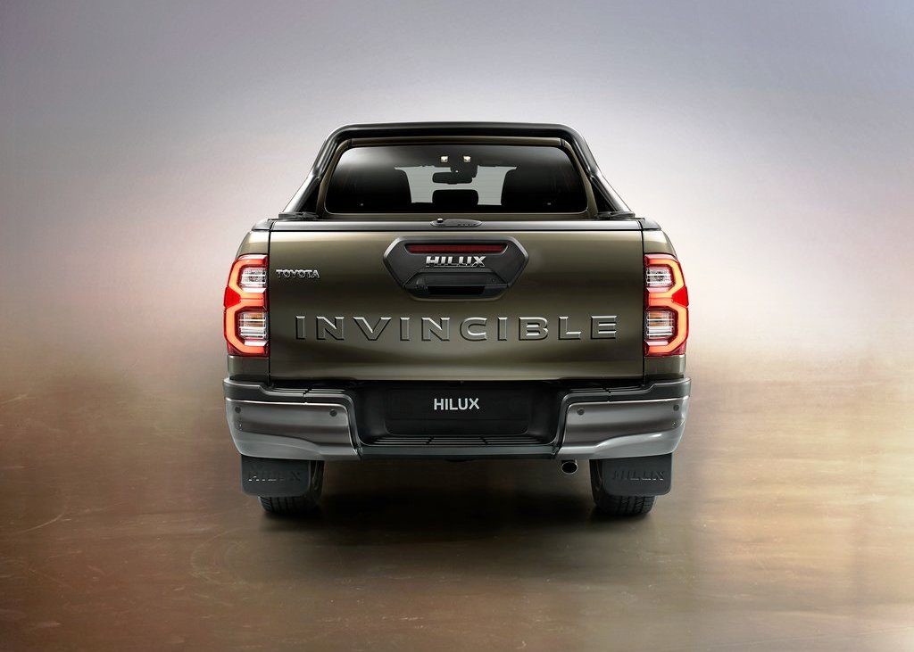 2021 Toyota Hilux Rear Angle Pictures