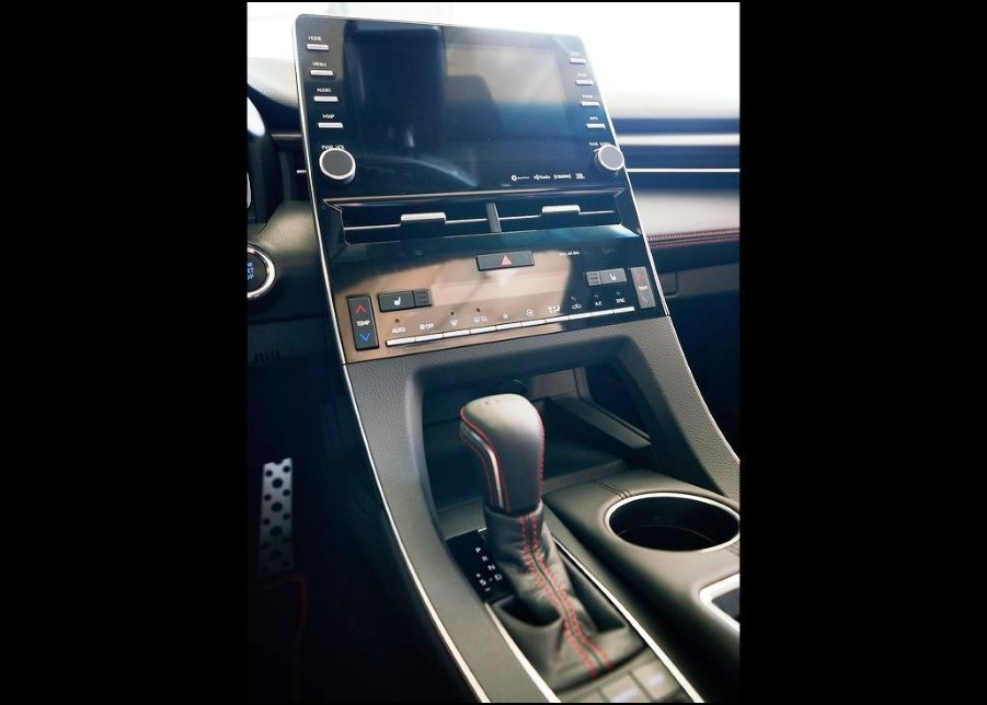 2021 Toyota Avalon AWD Center Console Cabin