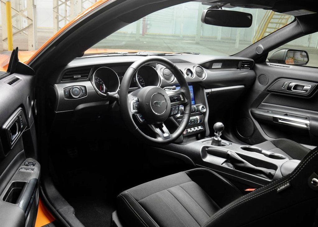 2022 Ford Mustang AWD Interior