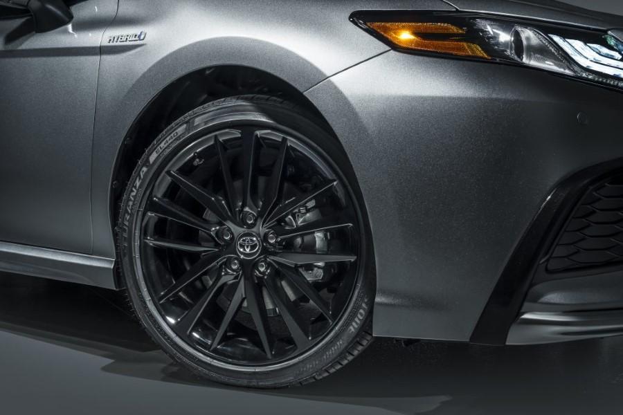 2022 Toyota Camry XSE Hybrid Wheel Size