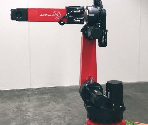 델타(delta)와 DuoPod 기구학 장치 이외에도, MAJAtronic는 현재 B&R 기계 제어 시스템에 용이하게 통합될 수 있는 컨트롤러 불가지론적(controller-agnostic) 6축 관절 암 로봇을 제시한다. 로봇 기술에 대한 특별한 노하우가 없는 사용자들도 mapp 기술 덕분에 로봇 기술을 용이하게 구현할 수 있다.