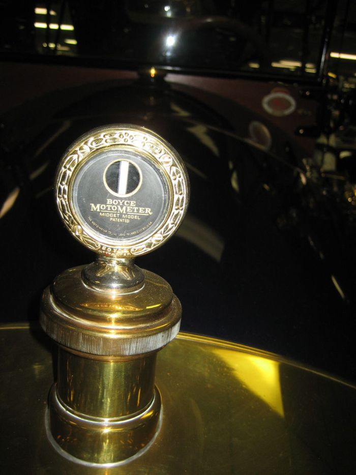 800px-1913_car-nation_tourer_radiatorboyce_motometer