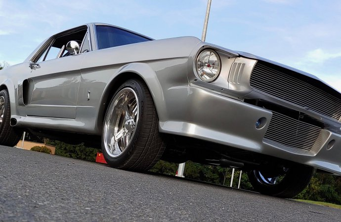 17655504-1966-ford-mustang-jumbo-5d72a6b69b124-690x450