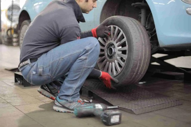 <span>When To Replace Your Tires, And How To Do It Properly</span>