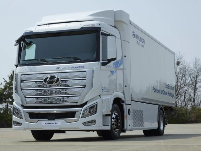 Hyundai-xcient-fuel-cell-shipping-4