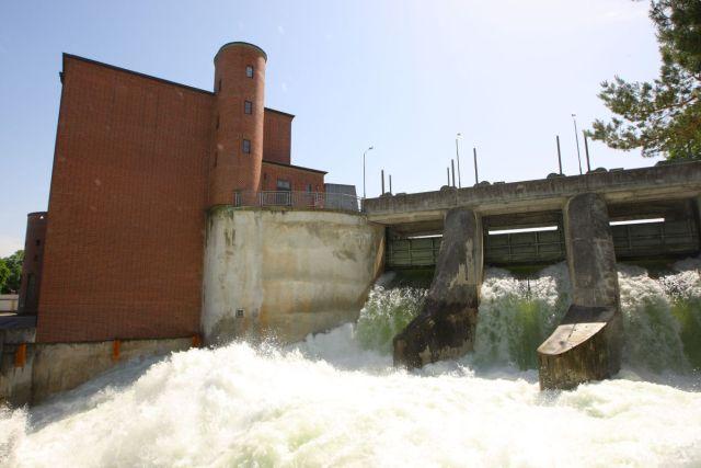 bmw-ix-and-bmw-i4-tovarna-vodni_elektrarna