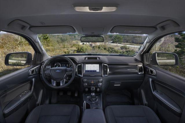 2021-Ford_Ranger_Wolftrak-interier