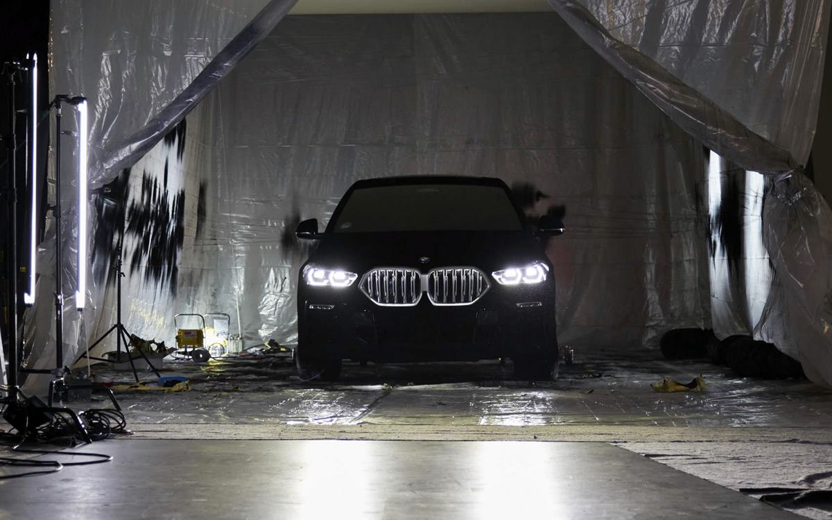 Un BMW X6 súper negro