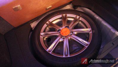 interior all new yaris trd sportivo toyota kijang innova venturer first impression review 2014
