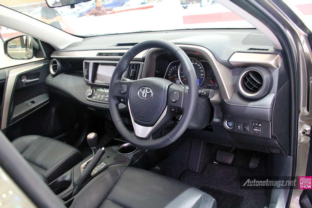 Interior fitur Toyota RAV4 SUV baru Toyota Indonesia RAV4