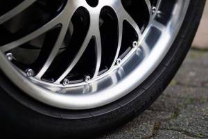 Preço e detalhes sobre desempenar roda de liga leve