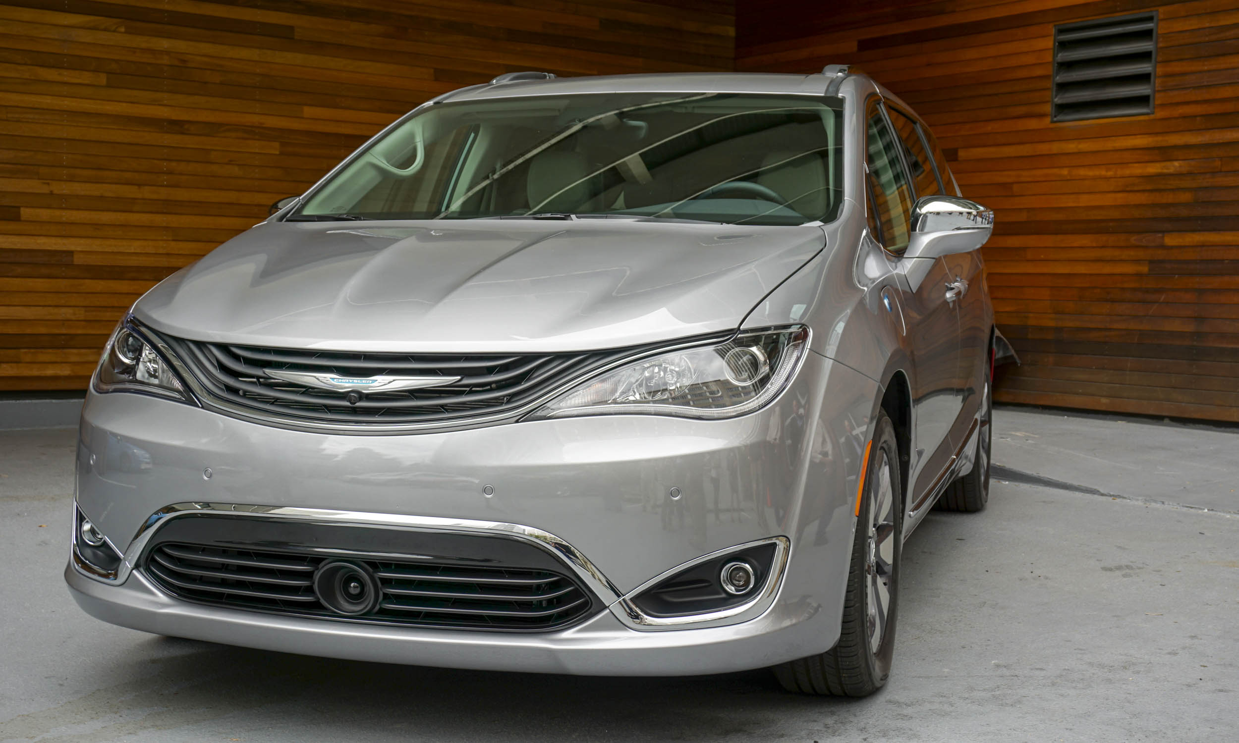 2017 Chrysler Pacifica Hybrid: First Look