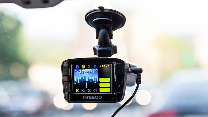 установка видеорегистратора в автомобиль без проводов