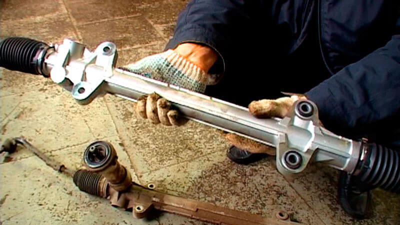 как подтянуть рулевую рейку