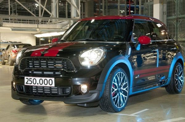 mini-countryman-250M