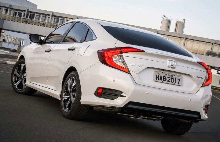 honda-civic-2017 atras
