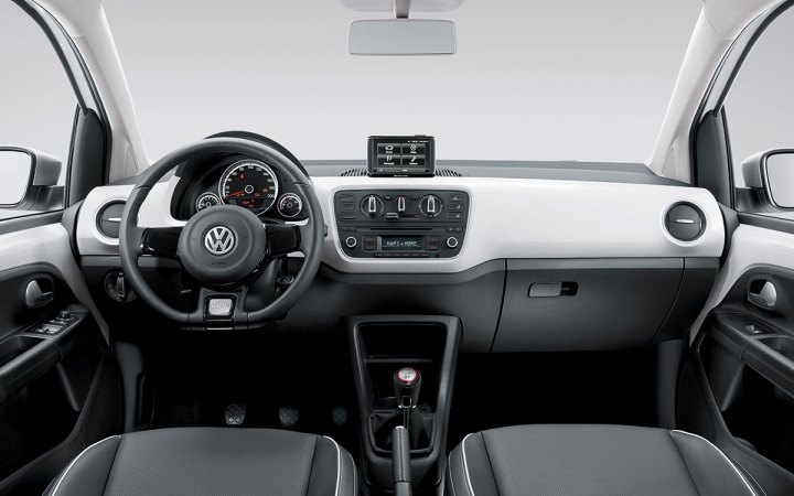volkswagen-cross-up!-interior