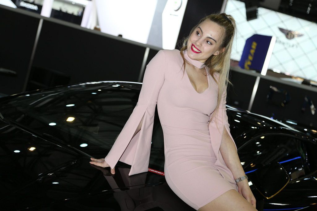 girls-at-the-2017-geneva-motor-show_3