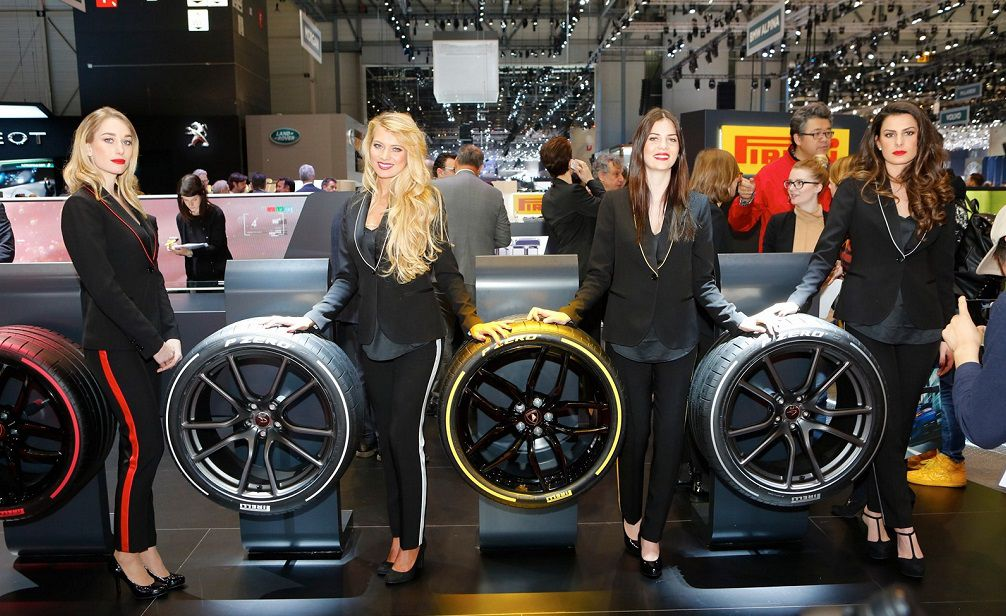 girls-at-the-2017-geneva-motor-show_53