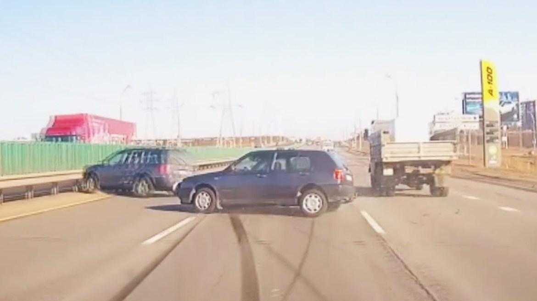 Evo zašto vozač uvijek mora provjeravati mrtvi kut