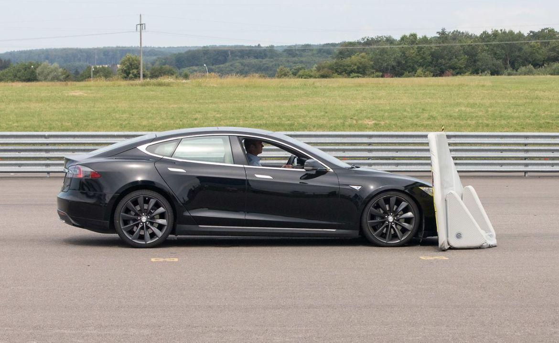 Tesla Model S podbacio na testu autonomnog kočenja