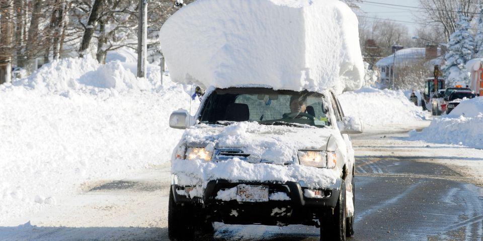 Vozači ako ne očistite automobil od snijega riskirate kaznu od 700 kuna