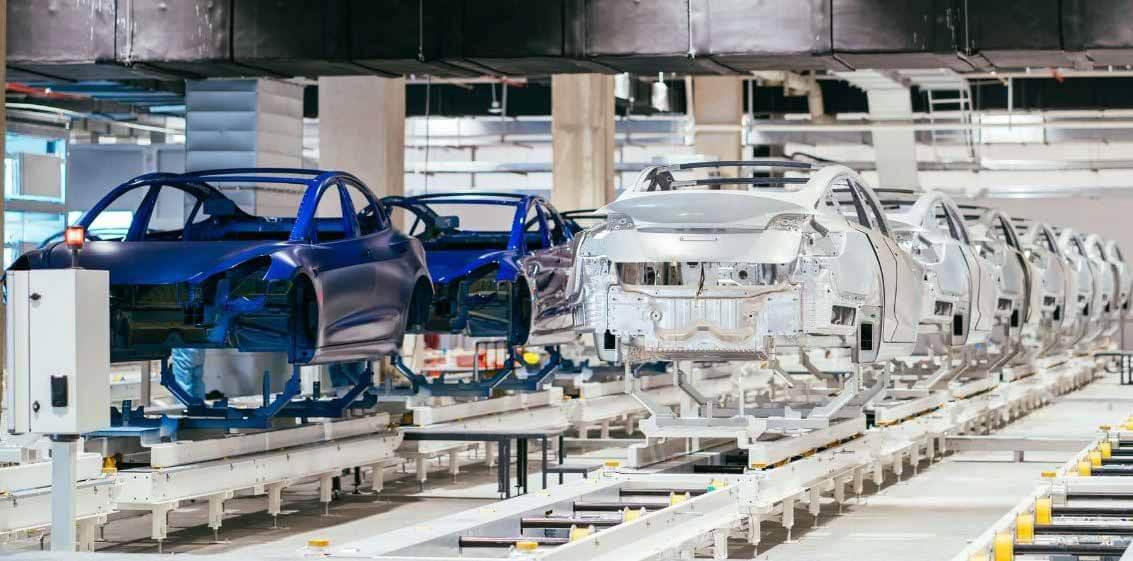 Акции Tesla (TSLA) взлетели до новых рекордных максимумов, в центре внимания - включение в S & P 500