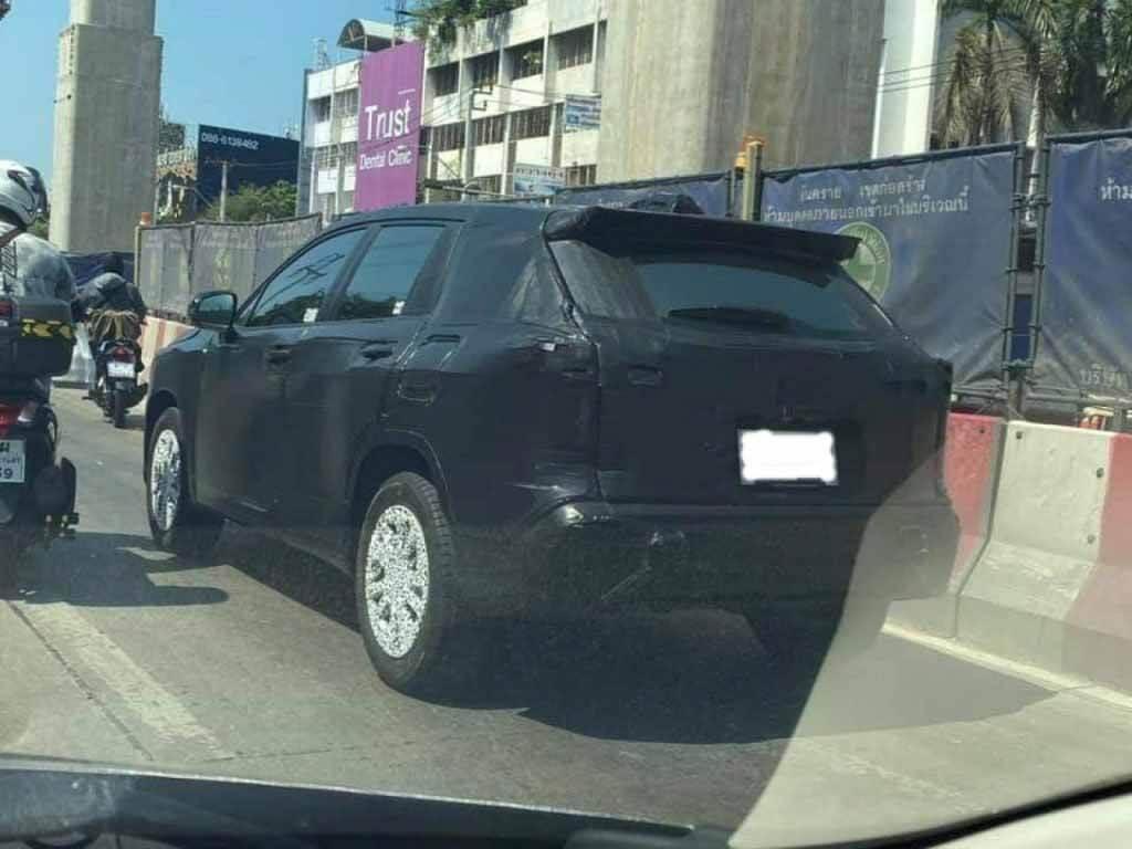 Крест, крест, крест везде!  Toyota Corolla Cross видела на тестах: кто ты?