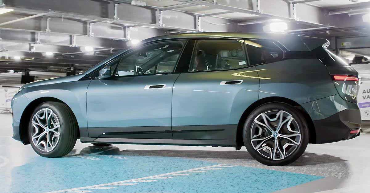 понаблюдайте за беспилотным парком BMW iX, зарядите аккумуляторы и посетите автомойку - Motor