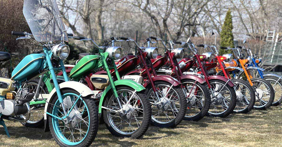 коллекционер собрал сотни редких советских мопедов.  Все они на 16-дюймовых колесах - Мотор