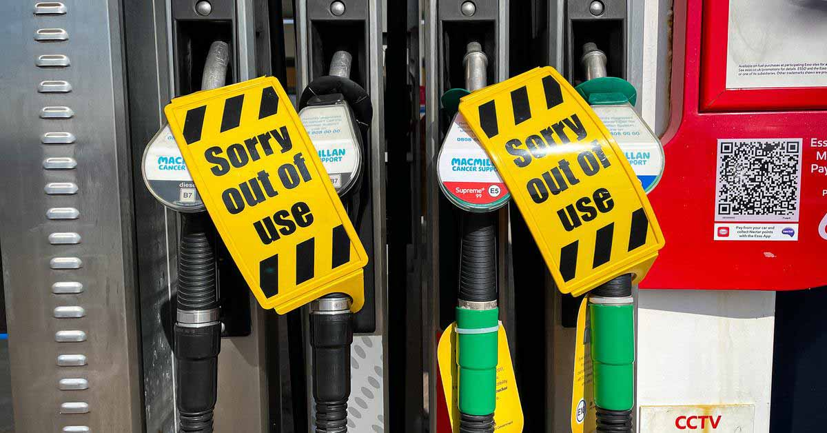 Великобритания привлечет военных для решения проблемы нехватки топлива - Motor