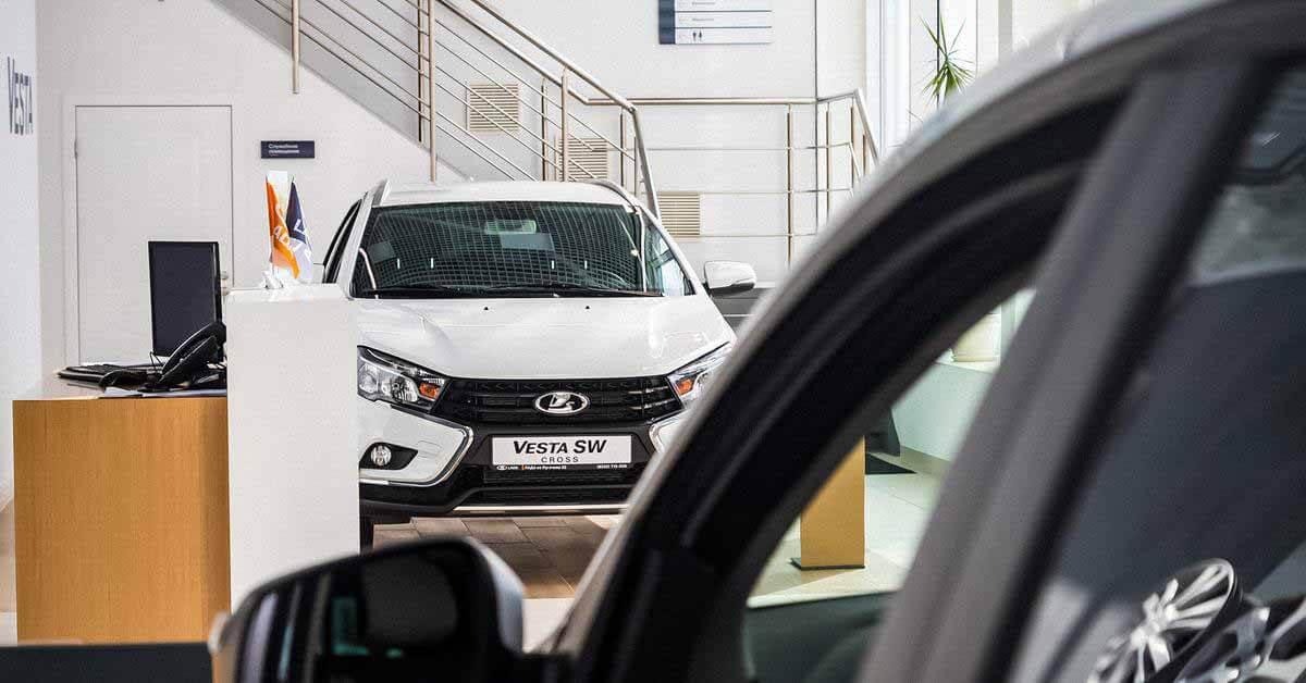 Российские дилеры продают новую Lada в два раза дороже заводской - Motor