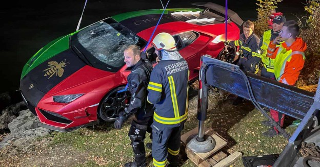 Водитель Lamborghini за 25 миллионов рублей перепутал педали и утопил суперкар в озере