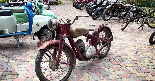 энтузиаст собрал огромную коллекцию раритетных мотоциклов советских и не только - Motor