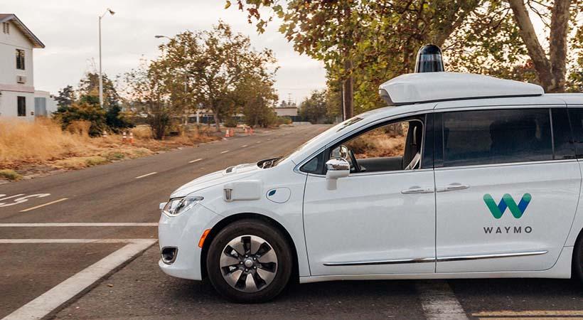 Verdadera conducción autónoma Waymo disponible en 2018