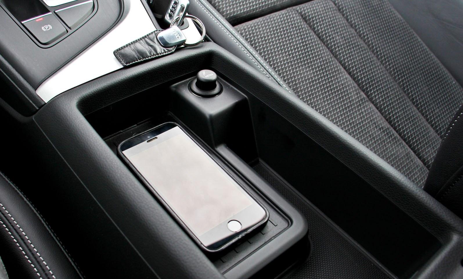 5 astuces pour couter la musique de son smartphone en voiture. Black Bedroom Furniture Sets. Home Design Ideas