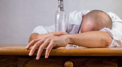 adiccion-al-alcohol-sintomas-etapas-efectos-tratamiento