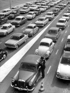 Paasdrukte: files bij de grens / Easter holidays: traffic jam