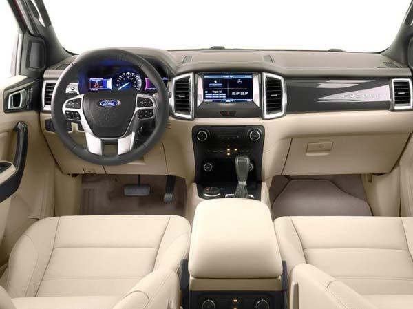 Салон автомобиля Ford Ranger 2015-2016 модельного года