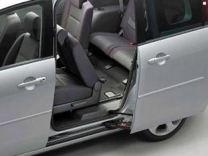 Mazda-5-vid-s-boku
