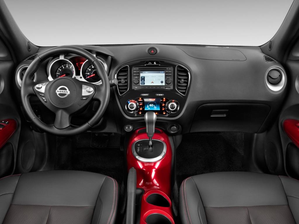 Интерьер Nissan Juke сделан в спортивном стиле