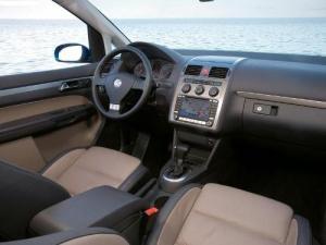 salon-Volkswagen-Touran