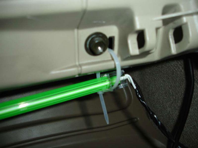 Неоновая подсветка может устанавливаться и в салоне автомобиля