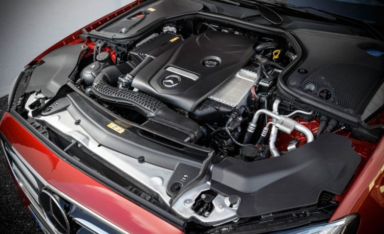 Двигатель Mercedes E300 4 MATIC