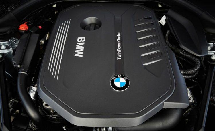 Фото бензинового турбодвигателя БМВ 5 серии