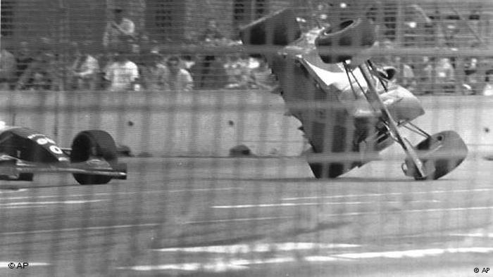 Michael Schumacher Crash mit Damon Hill 1994 Flash-Galerie