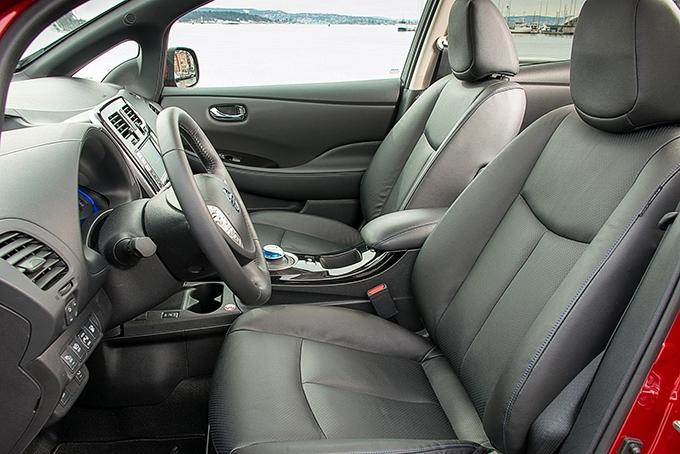 Первый тест-драйв Nissan Leaf: Компактный, дотационный